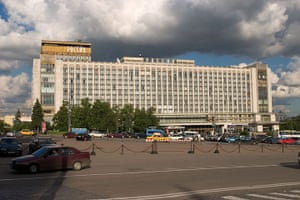 Moscow: Rossiya Hotel Exterior Moscow
