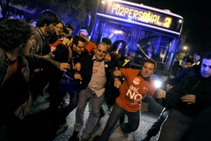 European strikes: Demonstrators try to prevent the departure of buses, Spain