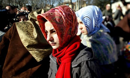 Turkey is discussing to change the constitution for let free the headscarf in universities