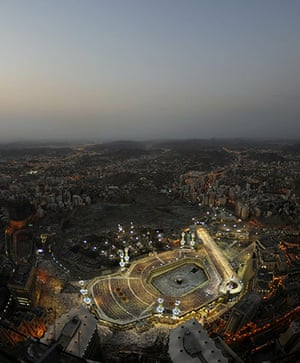 24 Hours: Thousands of Muslims gather at the Grand Mosque in the holy city of Mecca