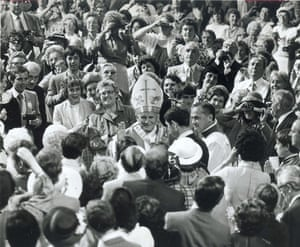 pope update: Pope John Paul II is greeted in Liverpool Metropolitan cathedral