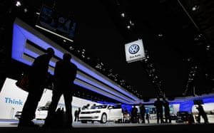 Detroit Motor Show: People stand in front of the Volkswagen booth