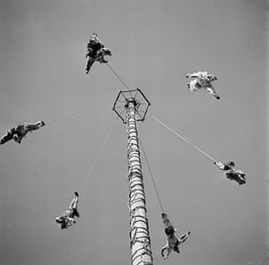 George Pickow: Flying Mexican voladores in bird costumes