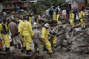 brazil mudslide aftermath: Rescue workers remove a body after a landslide in Teresopolis