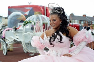 Big Fat Gypsy Weddings: Sam Norton in her wedding dress in front of her carriage