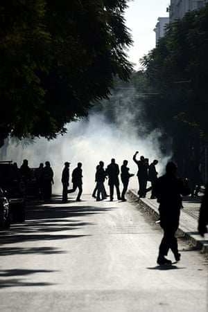 protests in tunisia: Tunisian demonstrators clash with police
