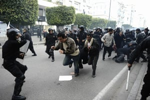 Tunis protest: Police disperse demonstrators in Tunis