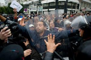 Tunis protest: Protestors clash with riot police, Tunis