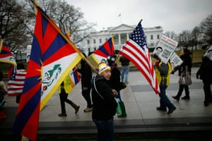 Hu Jintao in Washington: Protesters Gather At White House On As Chinese President Hu Arrives In US