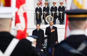 Hu Jintao Washington: Barack Obama salutes the flag with Chinese President Hu Jintao