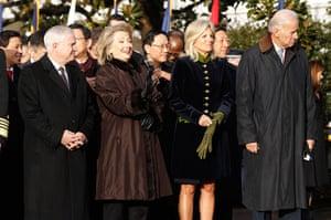 Hu Jintao Washington: Robert Gates, Hillary Clinton, Joe Biden and Jill Biden on south lawn
