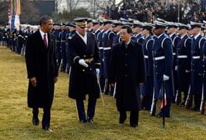 Hu Jintao Washington: Barack Obama and Hu Jintao review members of the US Armed Forces