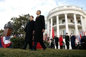 Hu Jintao Washington: Barack Obama and Hu Jintao walk across the South Lawn of the White House