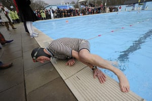 Cold water swimming: Robin Hunter-Coddington, 70, struggles to get out of the pool