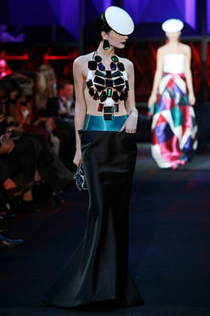 Paris Fashion Week: Giorgio Armani Prive - Runway - Paris Fashion Week Haute Couture S/S 2011