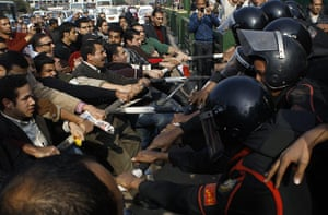 egpyt protests: Anti-government protesters clash with police