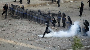 Egypt violence continues: Egyptian police battle demonstrators in Suez