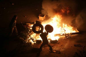 Egypt Protests: Egyptian demonstrators burn tyres