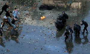 Egyptian anti-government protesters clash with riot police at the port city of Suez