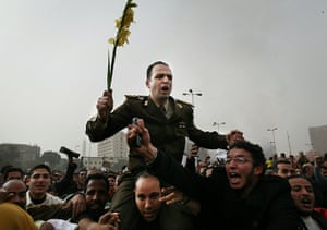 Egypt 29/01: Egyptian protestors carry an army captain on their shoulders