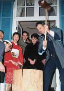 Tony Blair pounds steamed rice in a mortar to make the mochi rice cake in Tokyo in 1998