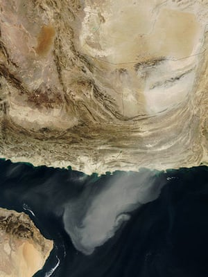 Satellite Eye on Earth: between Iran, Afghanistan, and Pakistan, a massive dust plume