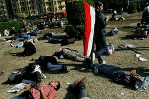 egypt protests continue: Exhausted protesters rest on the grass in Tahrir Square, Cairo
