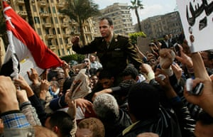 egypt protests continue: anti government protesters take to the streets in cairo
