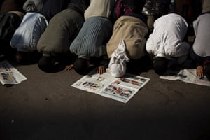 Egypt protests: Anti-government protesters pray