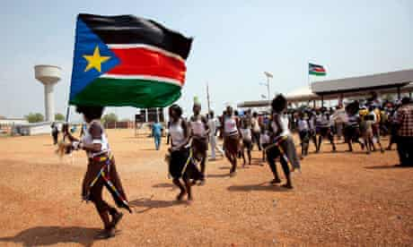 Southern Sudanese citizens hold their flag