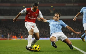 Arsenal v Manchester City: Zabeleta blocks Walcott's cross