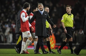 Arsenal v Manchester City: Roberto Mancini argues with Cesc Fabregas