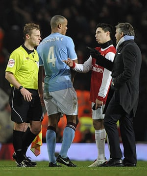 Arsenal v Manchester City: Roberto Mancini complains to the referee