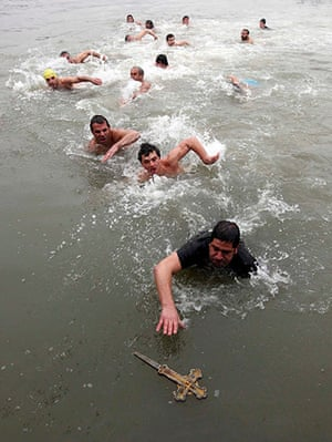 Orthodox Christmas: Greek Orthodox swims in the Golden Horn in Istanbul