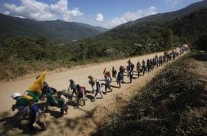 Bolivia Tipnis protests: 9 October: Marchers advance towards the Bolivian capital La Paz