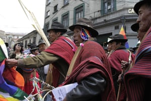 Bolivia Tipnis protests: 30 September: Bolivian indigenous people who support Morales clash