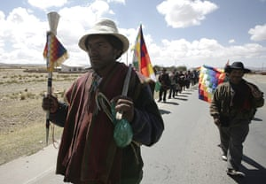Bolivia Tipnis protests: 4 October: Indigenous Bolivians march from Sica Sica town to La Paz