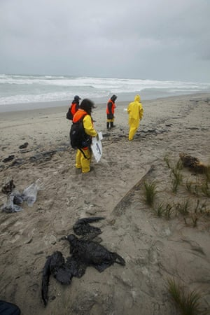 Rena oil spill: on Papamoa Beach near Tauranga , New Zealand