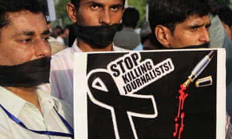 Pakistani journalists protest at the killing of a colleague
