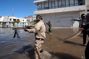 Sirte street battles: NTC fighters fire at forces loyal to Muammar Gaddafi
