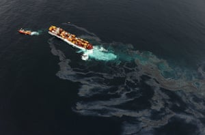 Rena oild spill: More Oil Spills From Stricken Cargo Ship