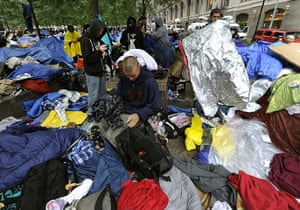 Occupy Wall Street: Demonstrators start cleaning up their belongings