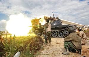 Libya, Sirte: A tank of Libyan rebels fire at pro-Gadaffi fighters