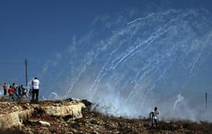 24 Hours: Israeli troops fire tear gas canisters on Palestinian stone throwers