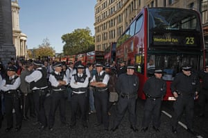 Occupy London protests: Oct 15: London buses queue as police form a cordon