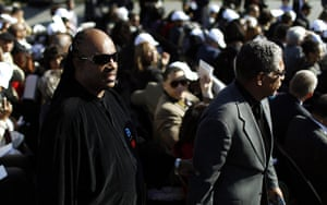 Martin Luther King: Entertainer Stevie Wonder arrives at dedication ceremony