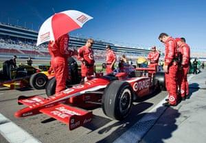 Dan Wheldon Retrospective: IndyCar drivers line up for tribute laps to honor Wheldon