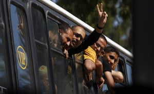 Shalit release: The border gate closes as Palestinian prisoners enter Gaza