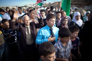 Shalit release: Palestinians wait in an area next to a checkpoint near Bitunian checkpoint