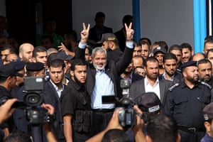 Shalit release: Gaza's Hamas Prime Minister Sheikh Ismail Haniyeh waves